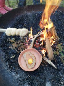Lagerfeuer mit Stöckerlbrot